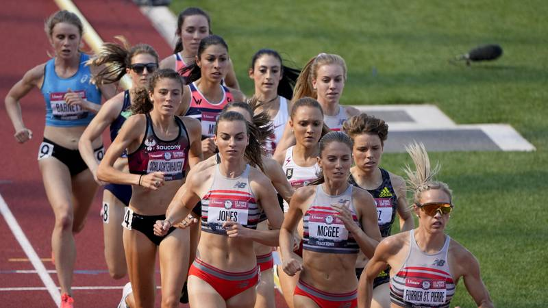 Runners bunch up during the first lap of the finals of the women's 1500-meter run at the U.S....
