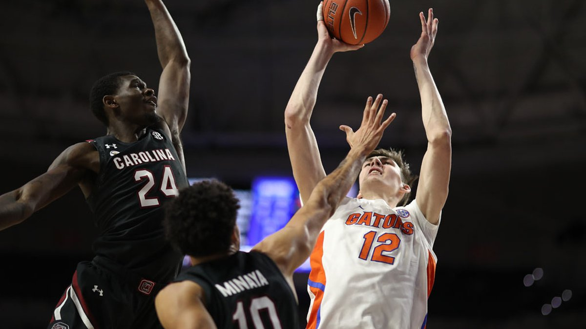 Keyshawn Bryant attempts to block a shot during the Gators' game against the South Carolina...