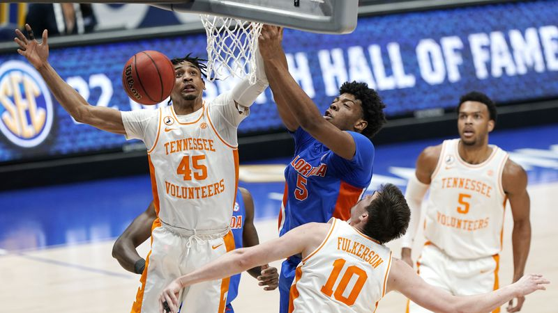 Tennessee's Keon Johnson (45) and Florida's Omar Payne (5) battle for the ball in the first...