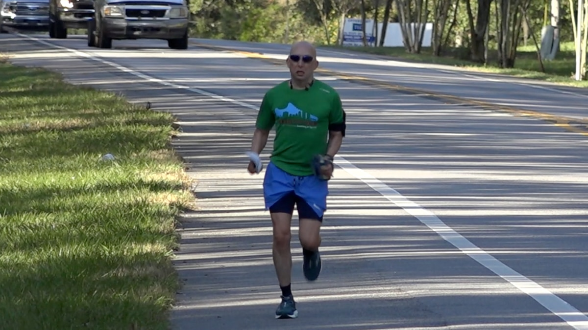 Mike Freed leaves from FL Supreme Court on a 160-mile run to raise money for charity.