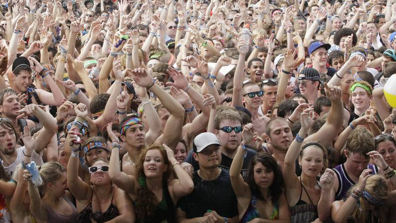 Music fans enjoy to watch PerryEtty vs Chris Cox performance during the Lollapalooza music...