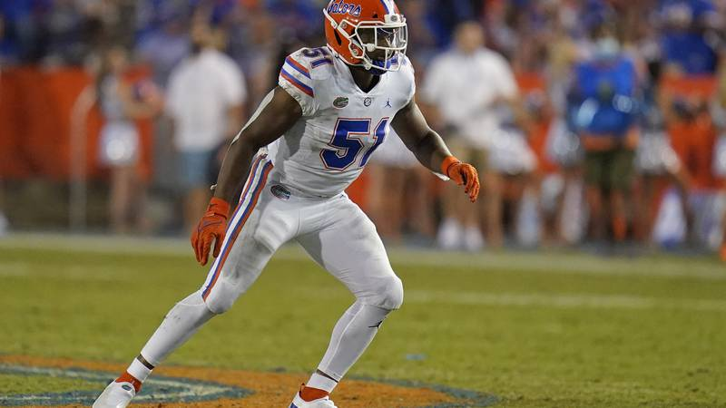 Florida linebacker Ventrell Miller covers a play against Florida Atlantic during the second...