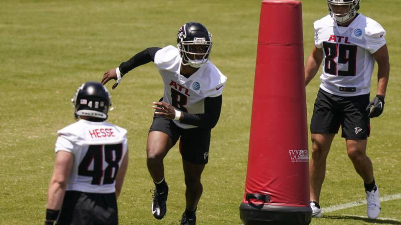 Atlanta Falcons' Kyle Pitts, center, runs drills during an NFL football rookie minicamp on...