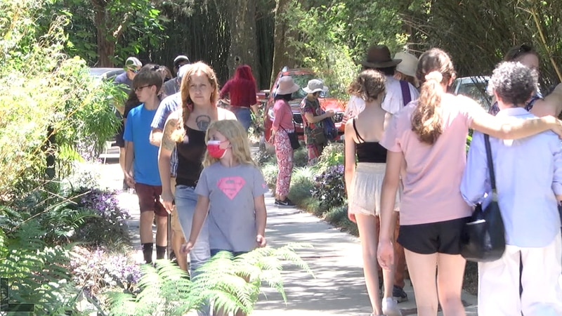 Families celebrate Mother's Day with free admission to Kanapaha Botanical Gardens