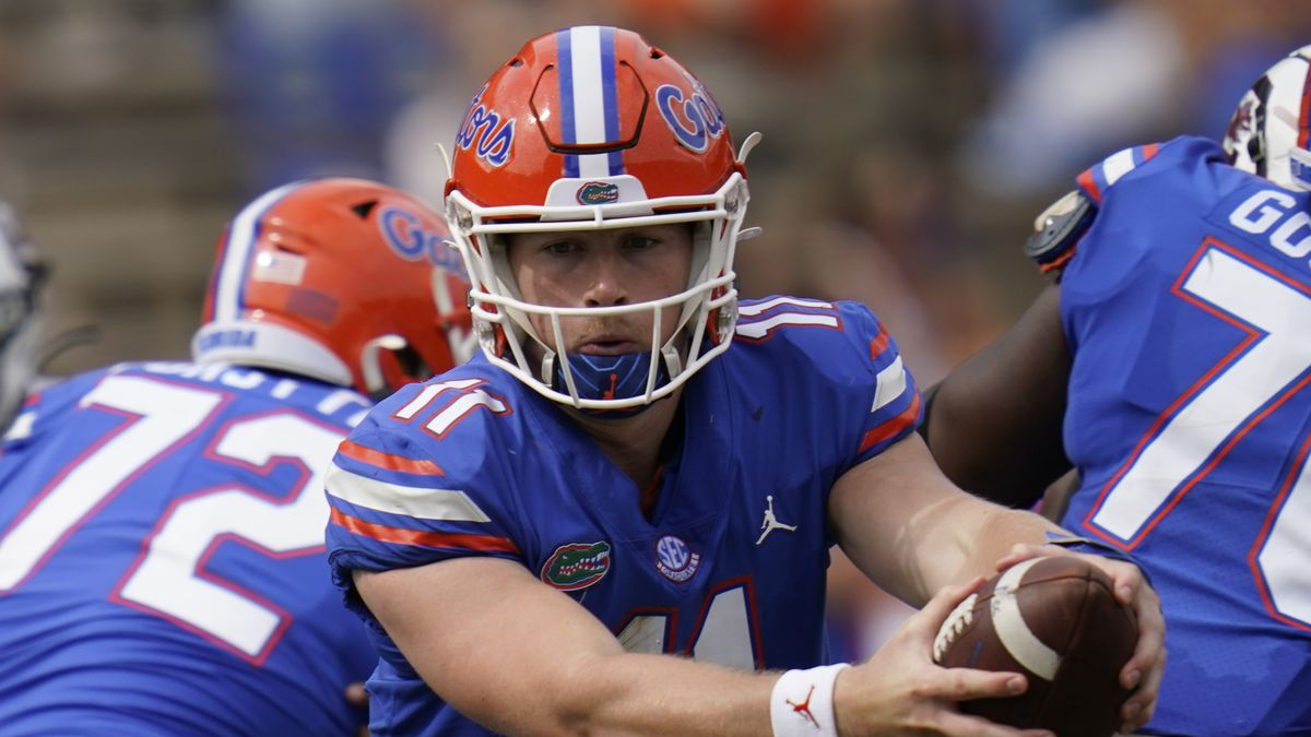 Florida quarterback Kyle Trask (11) hands off the ball during the second half of an NCAA...