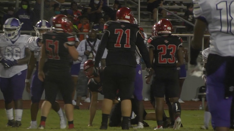 The Santa Fe Raiders and Gainesville High School Hurricanes playing a game in 2020.