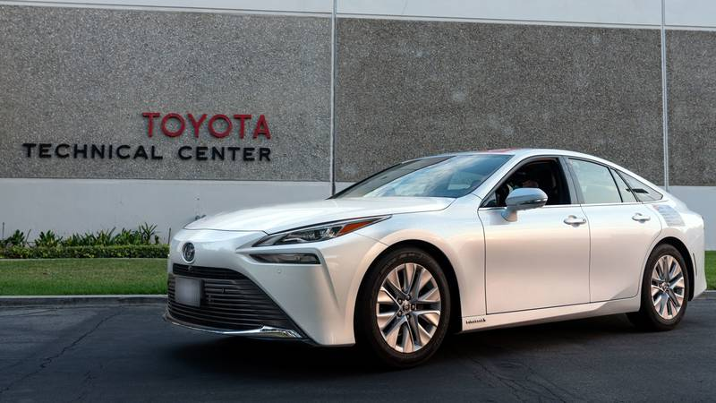 The 2021 Toyota Mirai has officially set the GUINNESS WORLD RECORDS title for the longest...