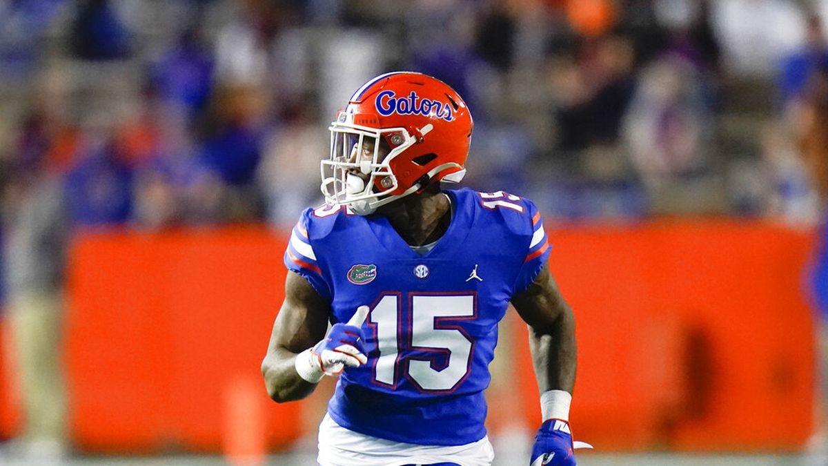 Florida wide receiver Jacob Copeland (15) runs a pass pattern during the first half of an NCAA...
