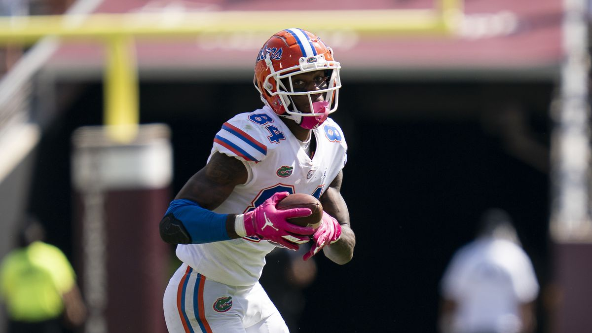 Florida tight end Kyle Pitts (84) runs for yards after a catch against Texas A&M during the...