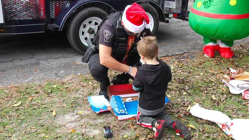 High Springs Police Department deliver Christmas gifts