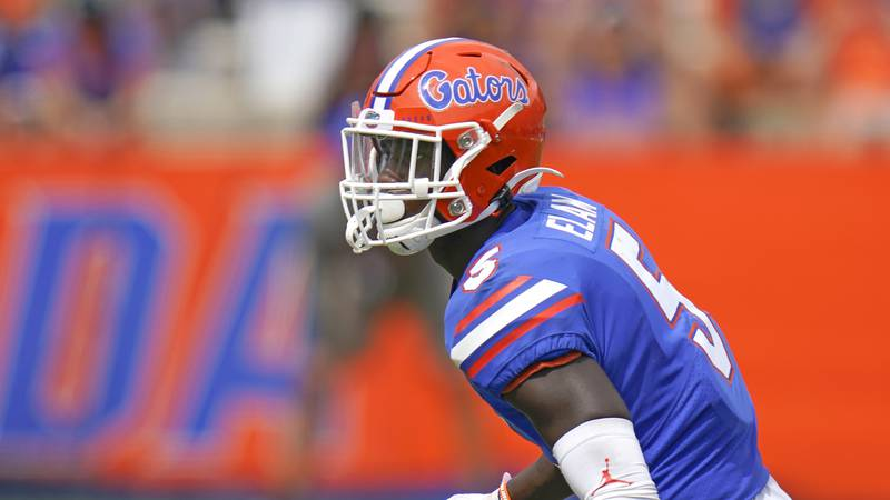 Florida defensive back Kaiir Elam covers a play against South Carolina during the second half...